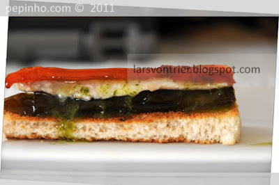 Anchoas marinadas con pimientos confitados y aceite de perejil