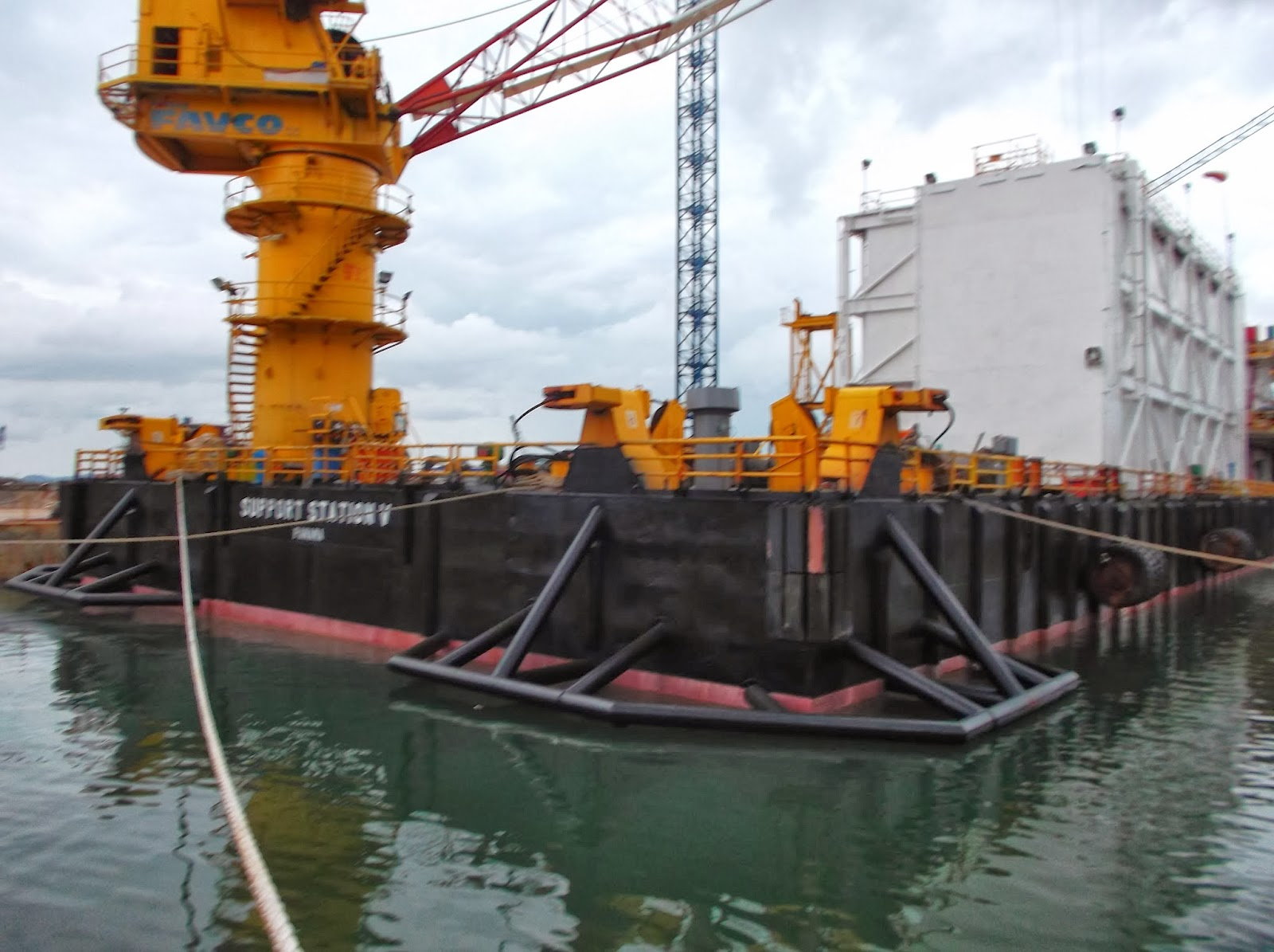 Job Oiler & Chief Officer Kapal Accomodation Work Barge
