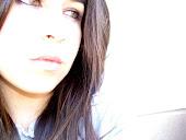 Y tengo que aceptar la realidad, pero me gusta evadirme en mi mundo,