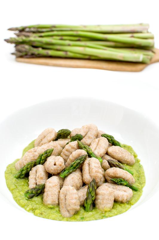 Asparagus with njoki