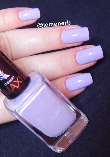 unha com esmalte lilás