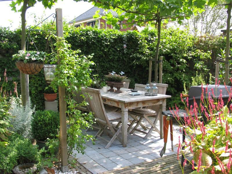 Moois en liefs tuin en veranda for Landelijke stadstuin