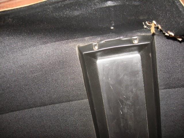 Fastback interior upper console removal
