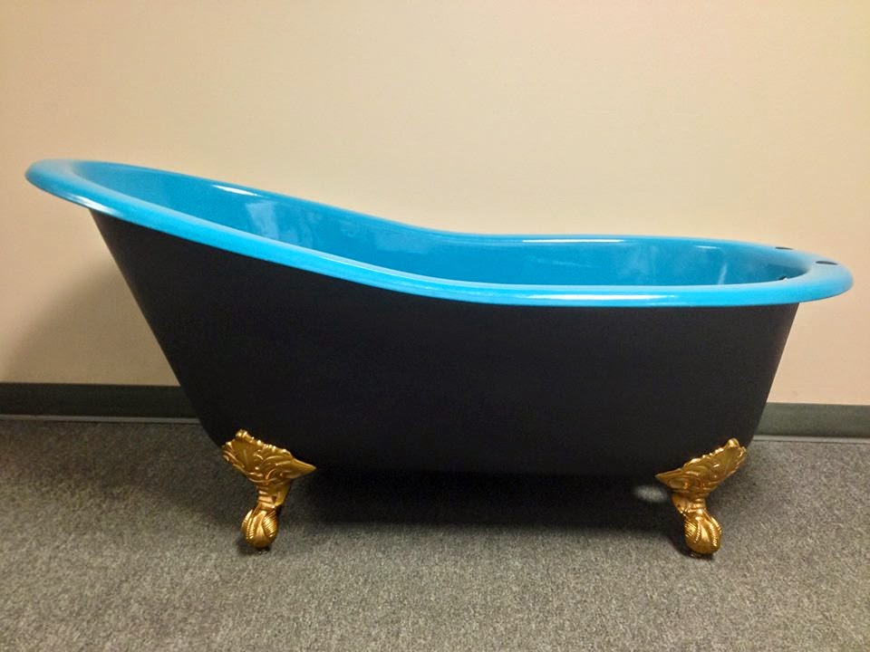The tub king blog tub talk have your clawfoot tub painted in the colors of your favorite team - Painted clawfoot tub exterior pict ...