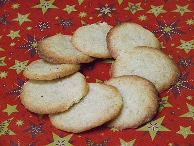 Finished clove cookies