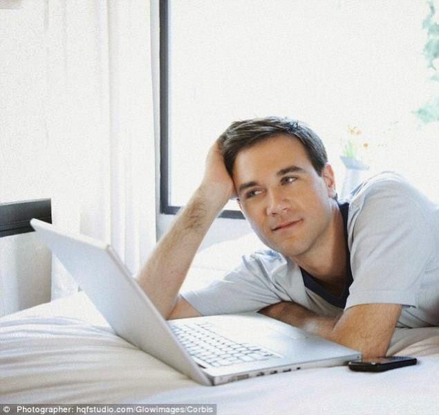 Buka Laptop, Sosial Media