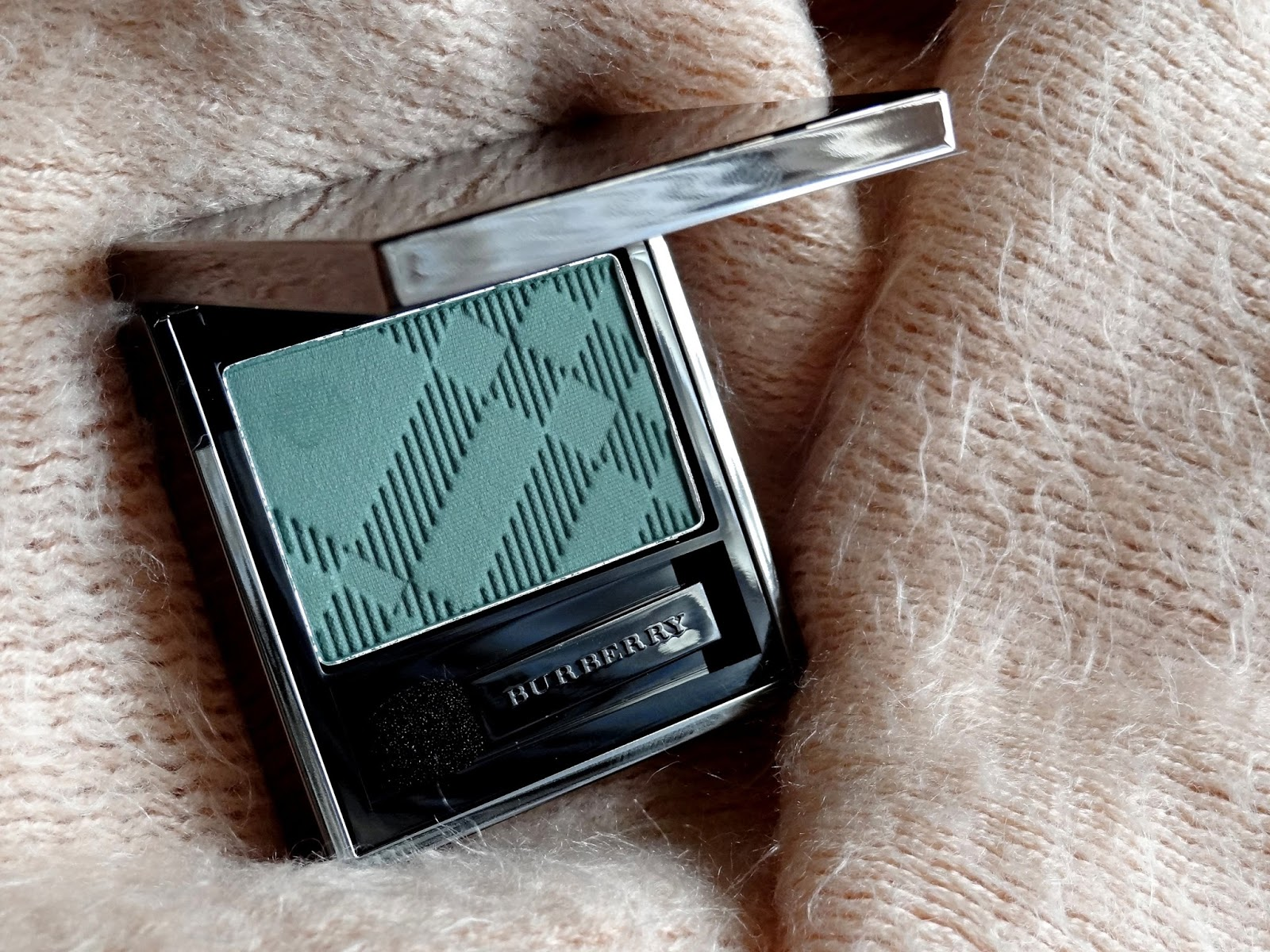 Burberry Beauty Wet Dry Silk Eyeshadow in Aqua Green No.309