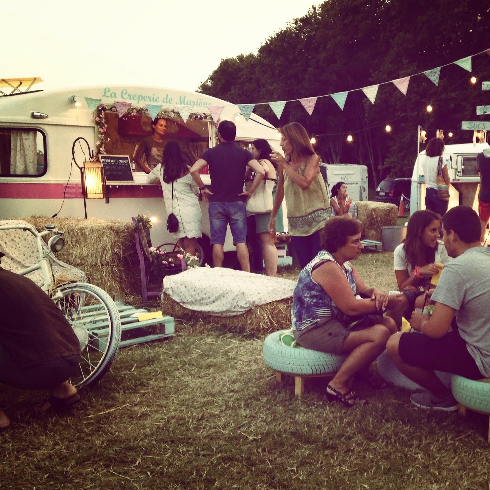 White Summer Market en Pals: unmarked boho-chic