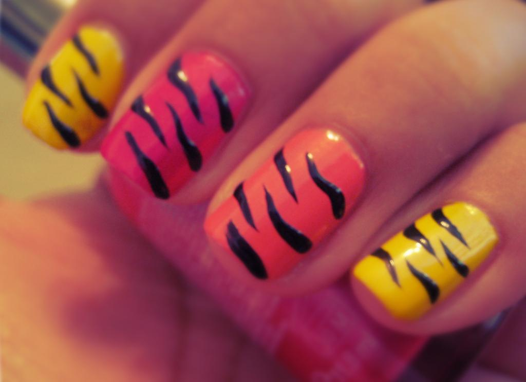 5 Finger Discount Cute Holiday Nail Art On A Budget Tropical Tiger