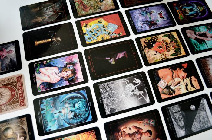 Lowbrow Tarot ไพ่ยิปซี ไพ่รวมศิลปิน ไพ่ชุดเมเจอร์ Major Arcana Cards 22 ใบ Collaborative Deck Schiffer Book Aunia Kahn