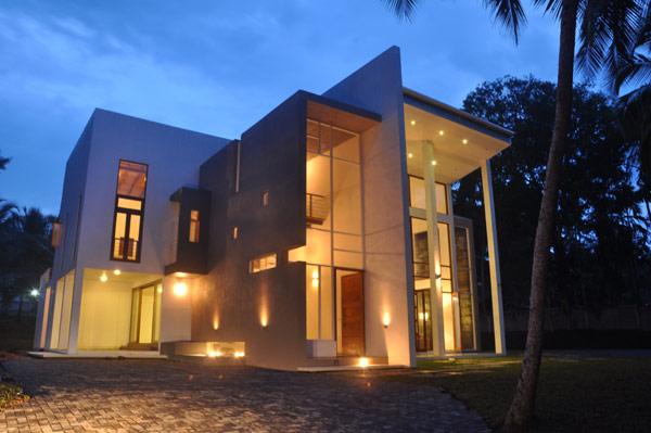 Este proyecto que se nos presenta por el arquitecto Channa Horombuwa, es una conversión de medio camino hecho de aspecto corriente en la Casa Dompe en Sri