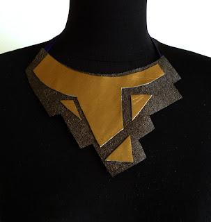 collar dorado y pardo ojuilla