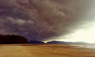 awan menakutkan di kuantan