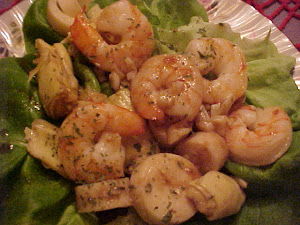 Salade de crevettes, de coeurs d&#39;artichauts, de palmier au vinaigre balsamique