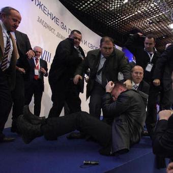 Detik cemas ahli politik diacu pistol