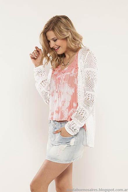 Looks juveniles moda 2015 Dll Fins. Saco tejido, mini de jean con roturas y musculosa con detalles, femenino, urbano y juvenil Doll Fins.