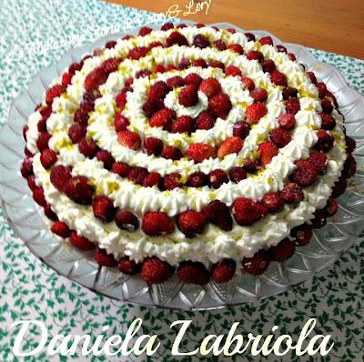 cheesecake doppio cioccolato con mascarpone, panna e fragole