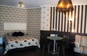 Dormitorio negro y blanco