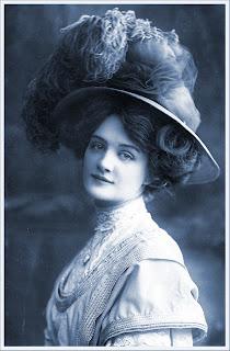 imagen vintage de dama victoriana en color azul