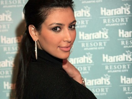kim kardashian wallpapers hot. Kim Kardashian nice smile
