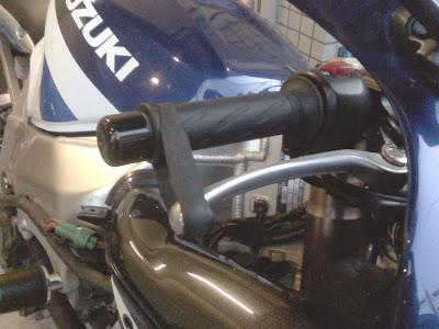 GSX-R1000のフロントブレーキレバー固定