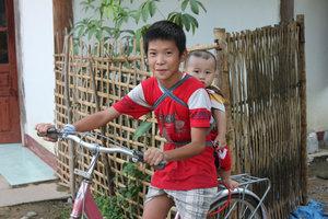 Thai ethnic children in Mường Tè