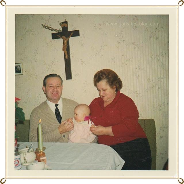 Gabi mit Großeltern - Paul und Paula
