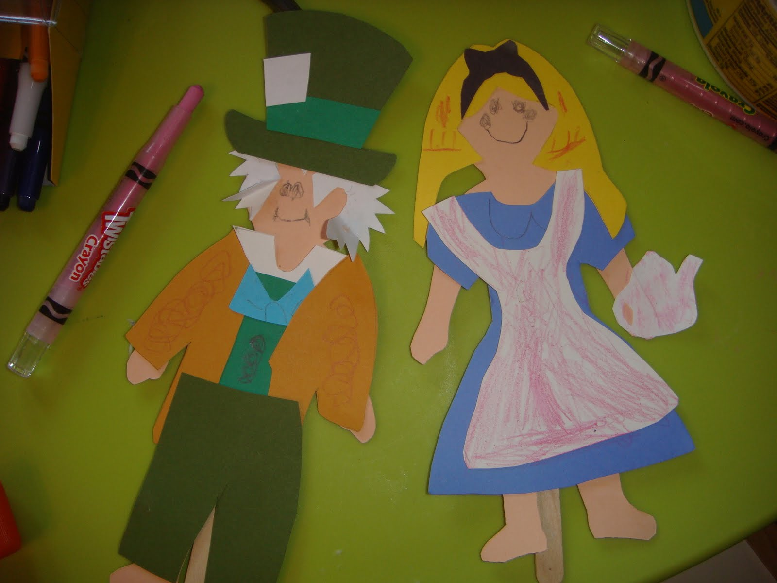 Crafts parties alice in wonderland party for Alice in wonderland crafts