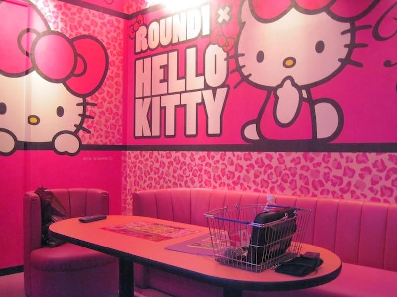 Wallpaper dinding kamar tidur hello kitty gratis warna pink