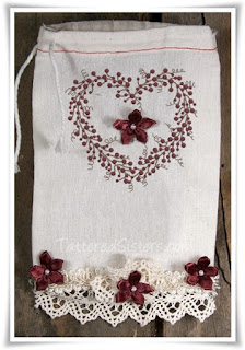 Shabby Prim Pip Berries and Flowers Gift Bag