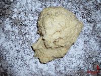 Roscón de Reyes de Trufa-masa roscón-masa enla mesa
