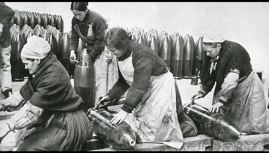 les femmes et la grande guerre les femmes au travail les femmes a l usine. Black Bedroom Furniture Sets. Home Design Ideas