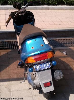 Moto coreana con matrícula de Michigan (Estados Unidos)
