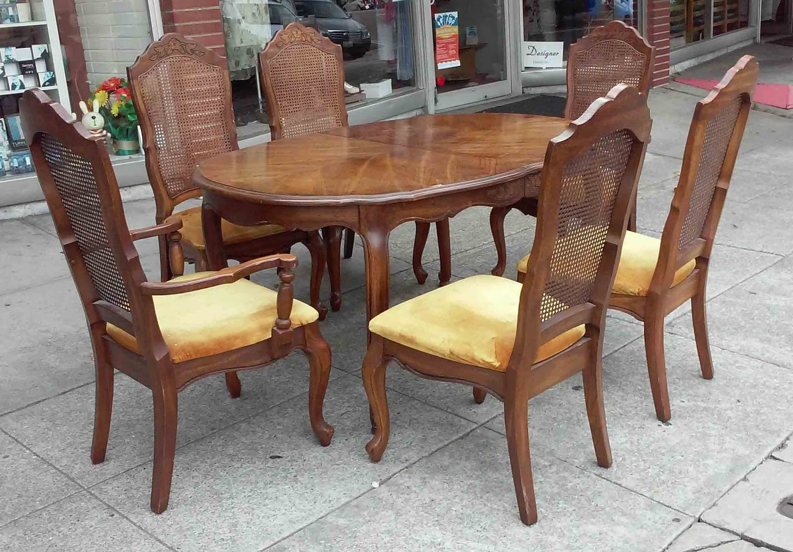 UHURU FURNITURE COLLECTIBLES SOLD French Style Dining Table Set With 6