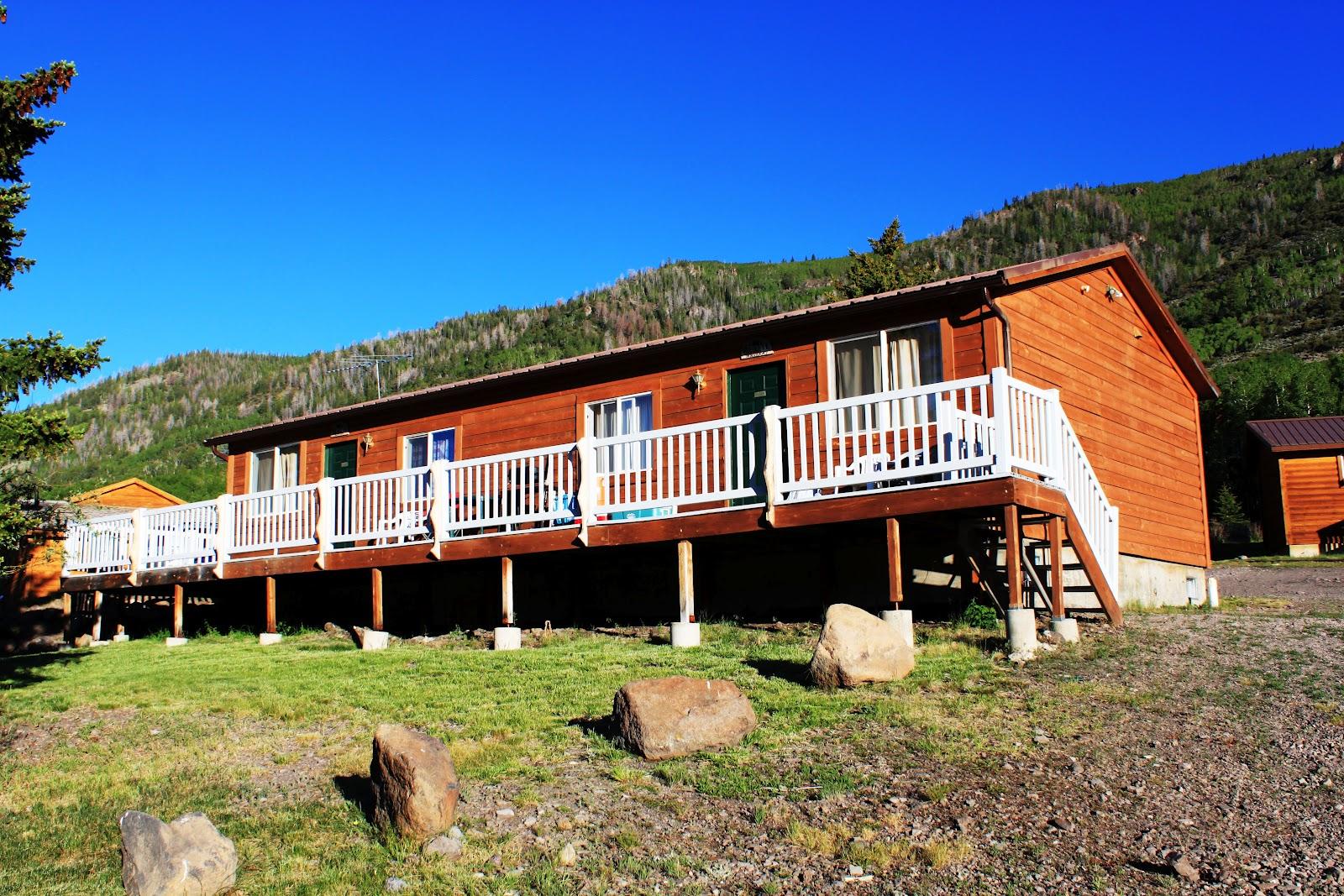 Rental cabins at fish lake utah muskrat 6 person deluxe for Fish lake cabin