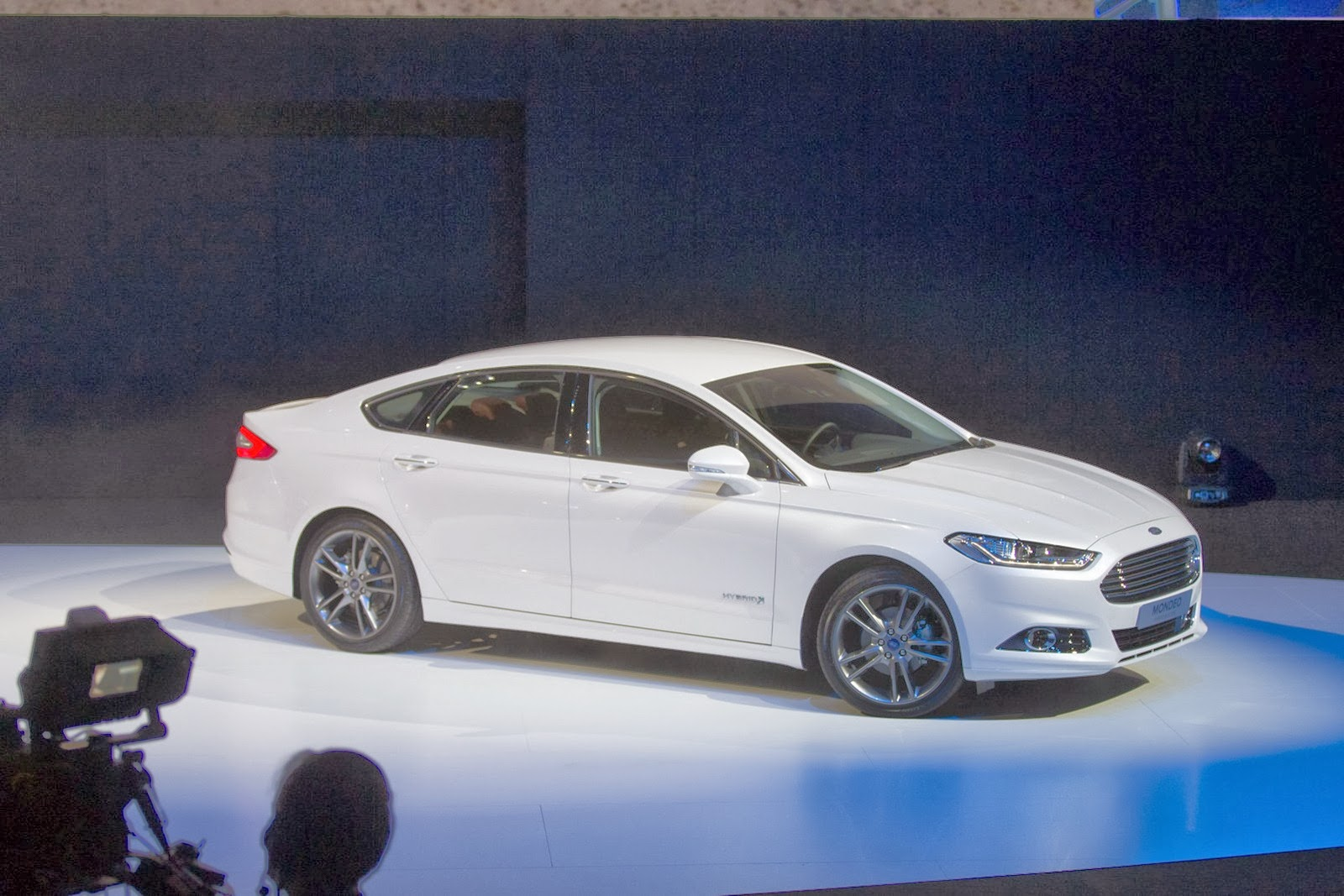 smartcars 2013 ford mondeo lorry and hybrid discovered. Black Bedroom Furniture Sets. Home Design Ideas