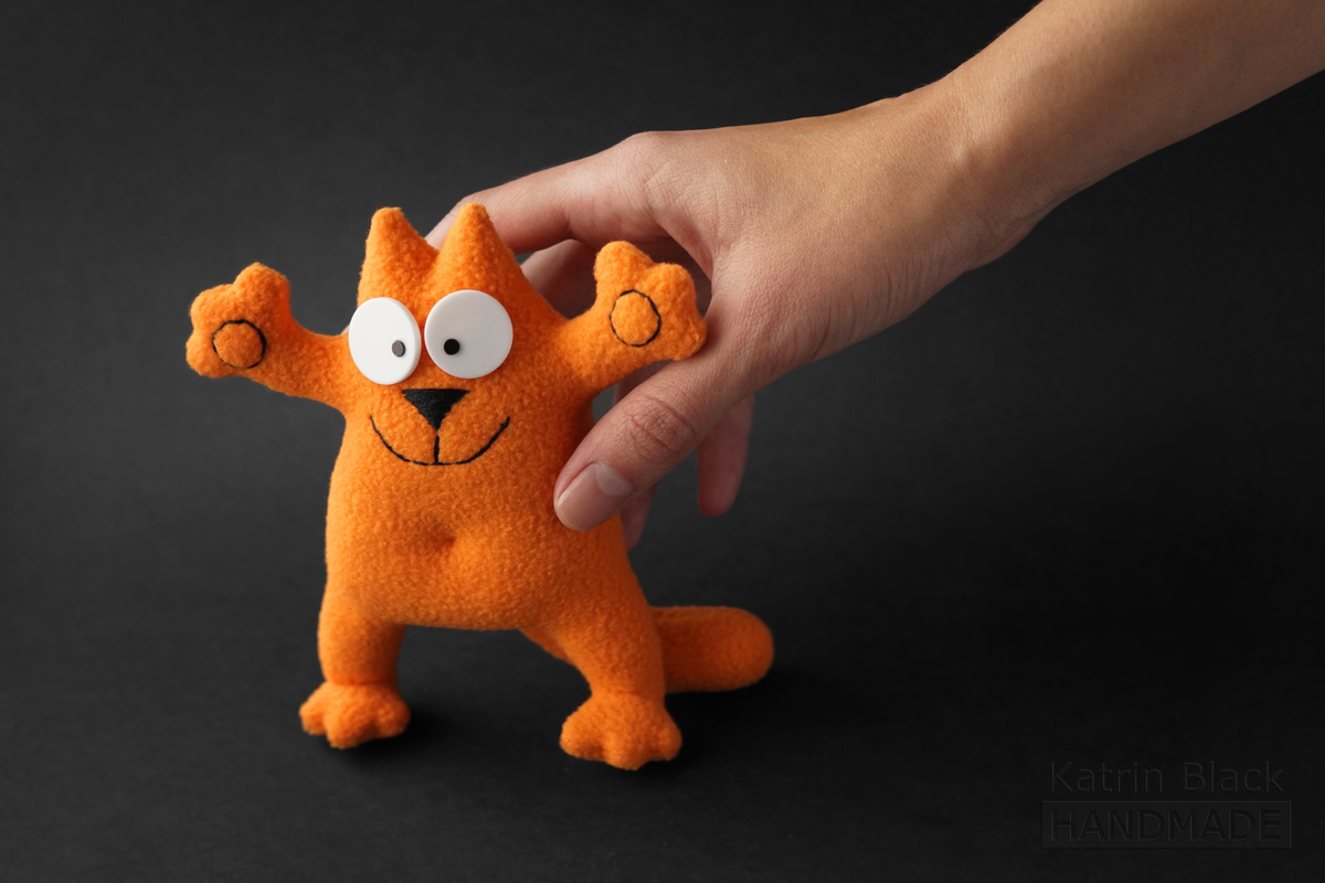 Игрушечный котик Саймон на каркасе. Талисман.