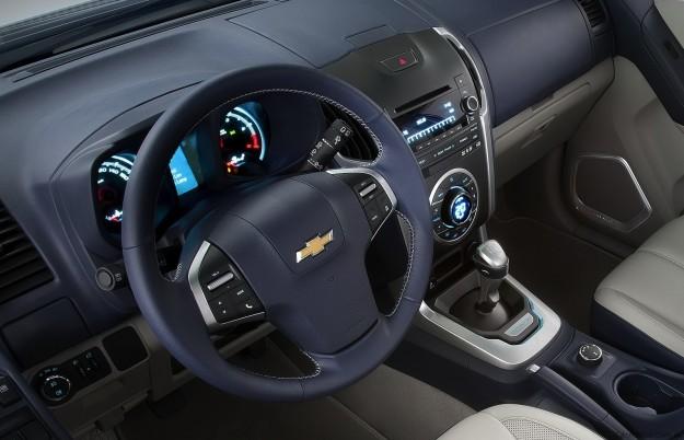 car in Chevrolet Trailblazer 2013