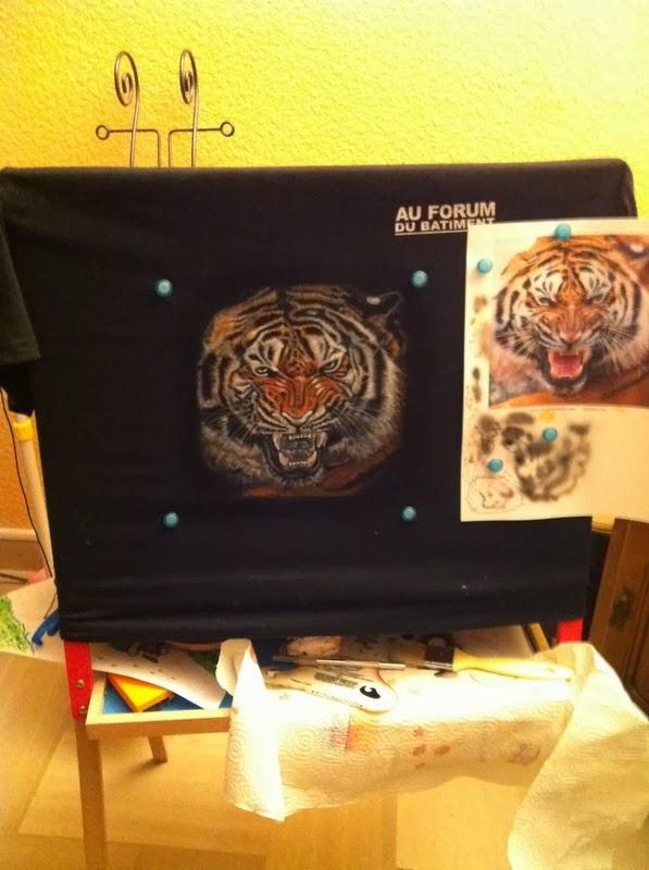photo(8) tuto et pas a pas tigre sur teeshirt peinture aérographe