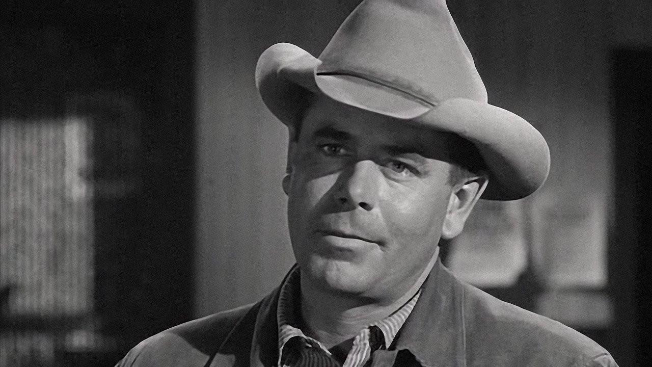 Ben Wade (Glenn Ford, na foto) é um temido pistoleiro cujo bando assaltou uma diligência carregada de ouro e também os cavalos de Dan Evans (Van Heflin), ... - 116%252BFOTO2