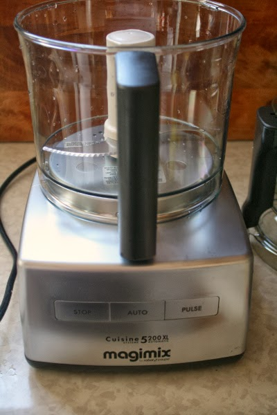 Magimix 5200XL 16-cup Food Processor by Robot-Coupe {product review} found on www.girlichef.com