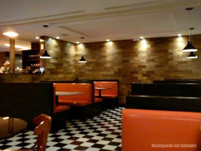 Eddie Fine Burgers: Ambiente interno