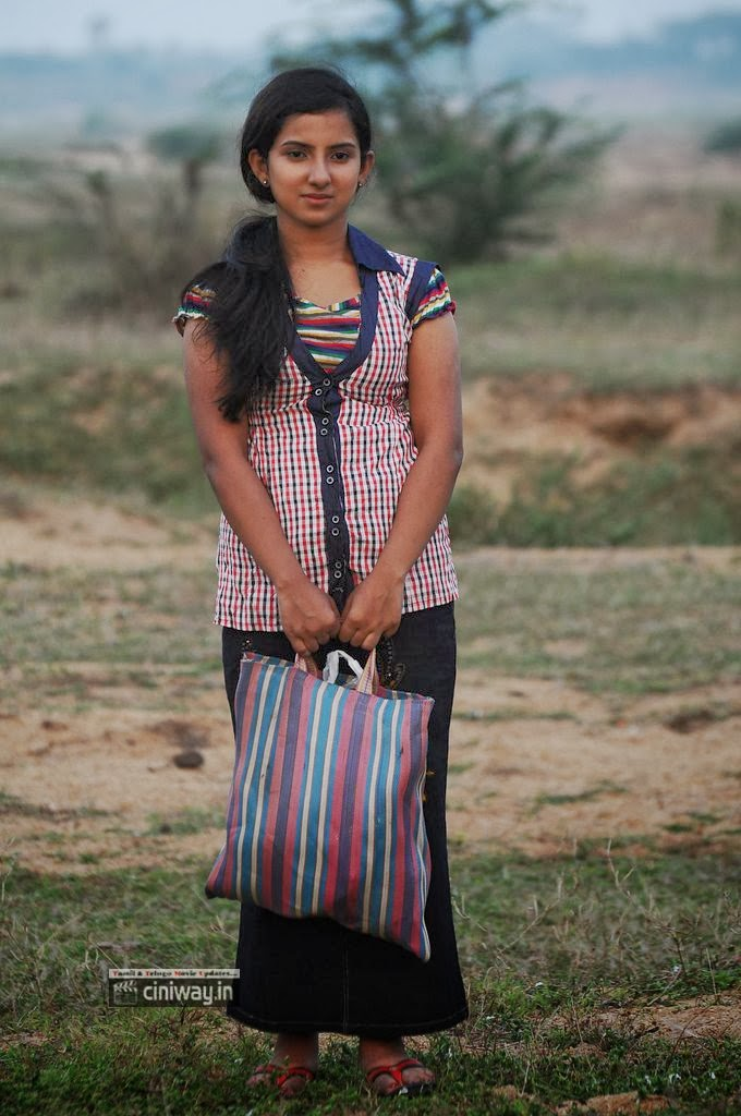 Yazh-Heroine-Leema-Babu-Stills