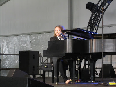 Tim Minchin playing the piano