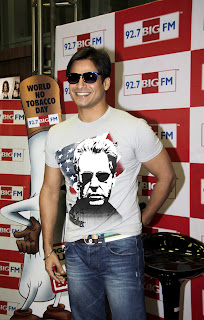 Vivek Oberoi flags off 'Cigarette Bujhao Life Banao!' campaign at Big 92.7 FM