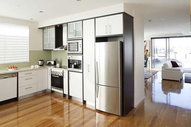 Jasa desain dan kontraktor interior rumah surabaya lemari for Kitchen set mewah