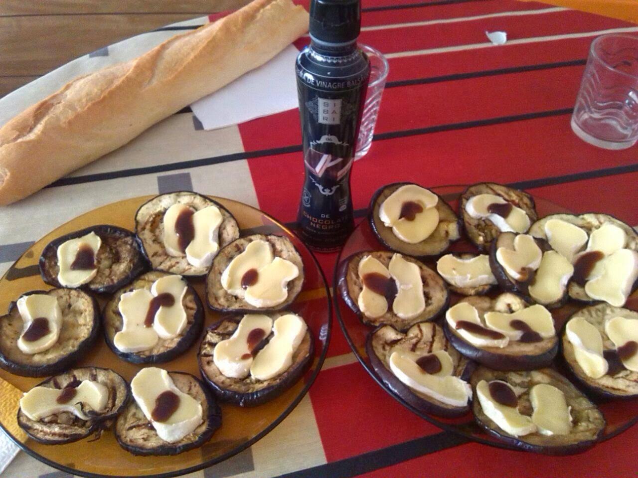 Berenjena con brie y balsámico de chocolate