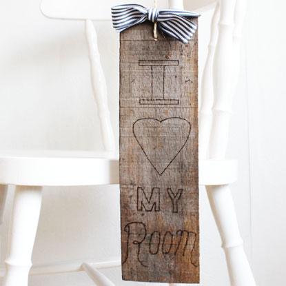 Wooden Doorhanger DIY