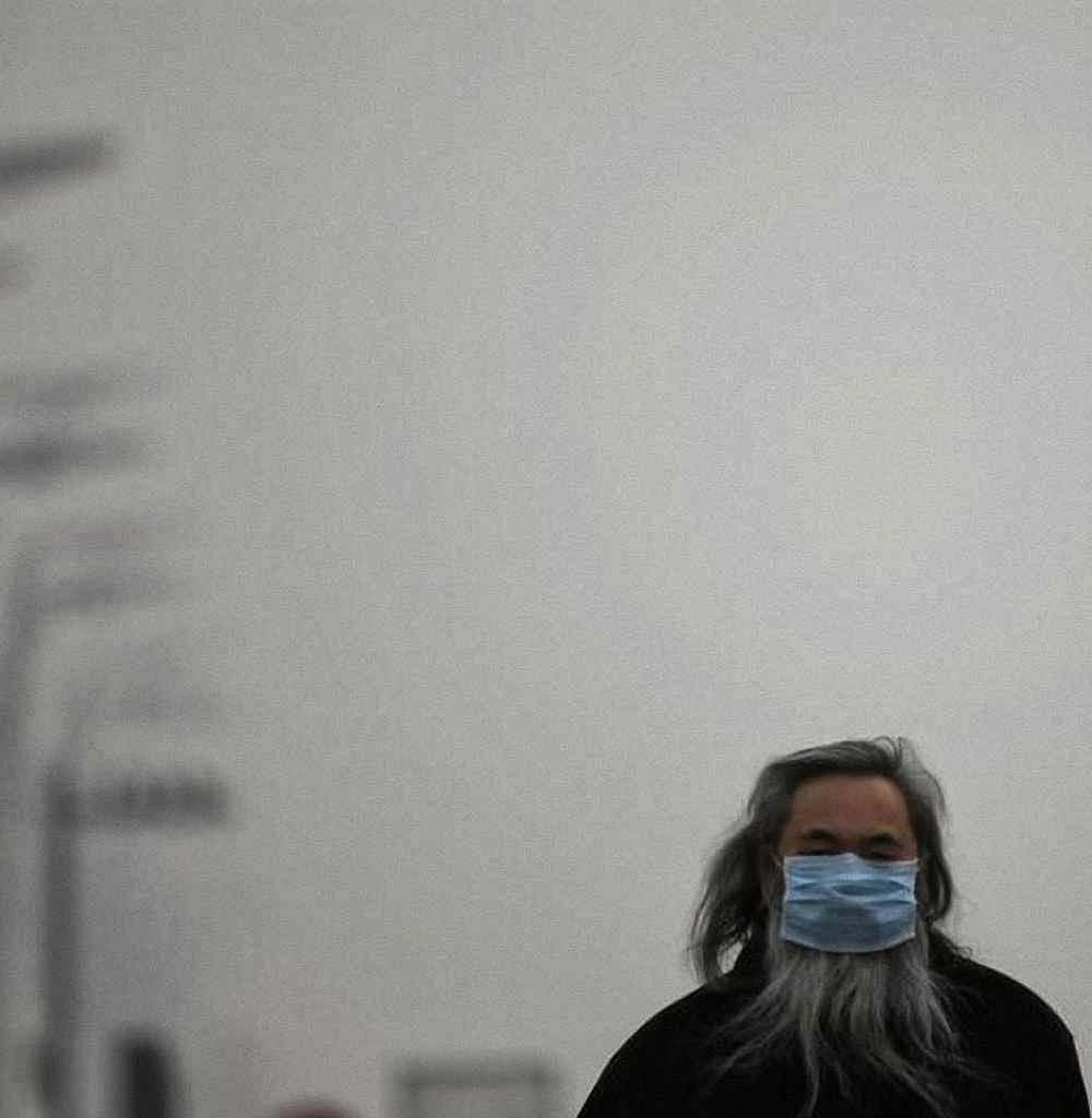 """O regime """"não sabe"""" ou """"tudo até está melhor"""".  Os cidadãos tratados como escravos sofrem as consequências.  Cena em Pequim."""