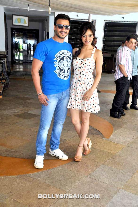 Vivek Oberoi, Neha Sharma - (6) - Neha sharma at Promo launch of 'Jayanta Bhai Ki Luv Story'
